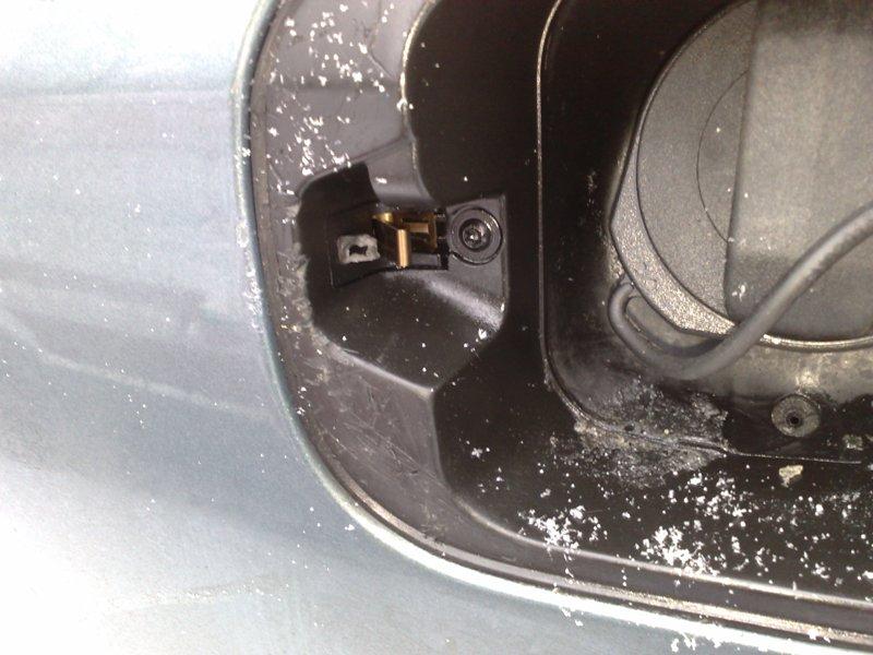 не открывается крышка бензобака фольксваген джетта